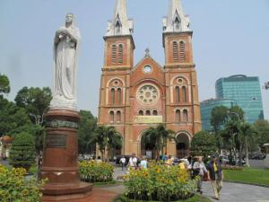 IMG-Notre-Dame-Cathedral-Saigon-9